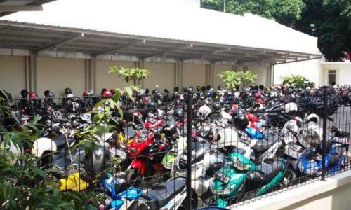 Tempat-parkir-sekolah-sma-taruna-andigha